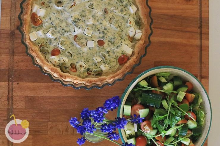 Nokkospiirakka ja rikkaruohoista salaatti