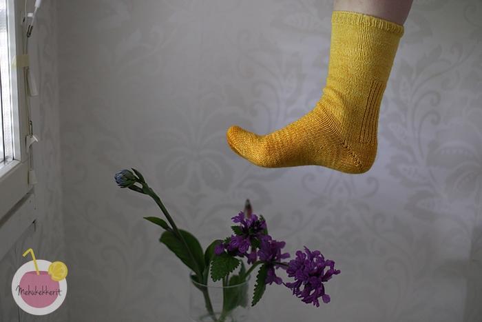 Liukuvärjätyt sukat La Fee Fil langasta
