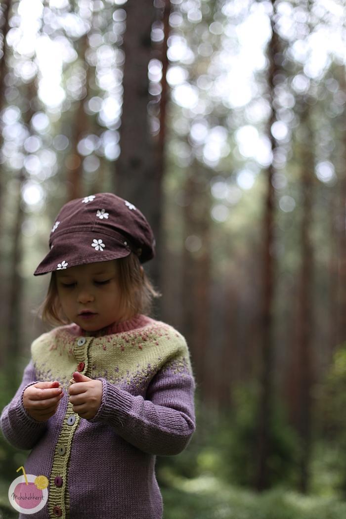 Neulottu kaarrokepaita lapselle