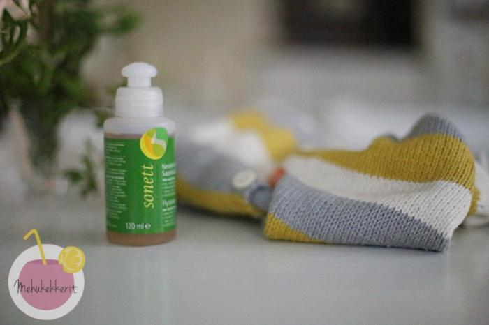 Tahrojen puhdistaminen villavaatteesta