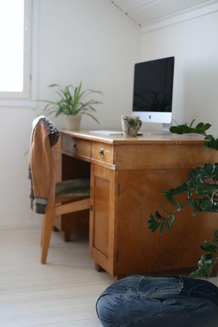Pöydän Hionta Ja Lakkaus 30 Luvun Pöytä