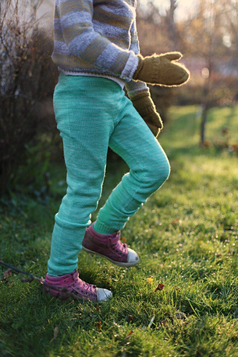 Lapsen villahousuohje, Kukkulalla-housut
